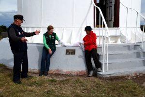 Karl Rowbottom Elaine Bell & Carol Jackson  plaque unveiling Tasman Is Lighthouse April 2015