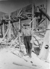 Charlie King in the tine mine, 1940s. (King collection)